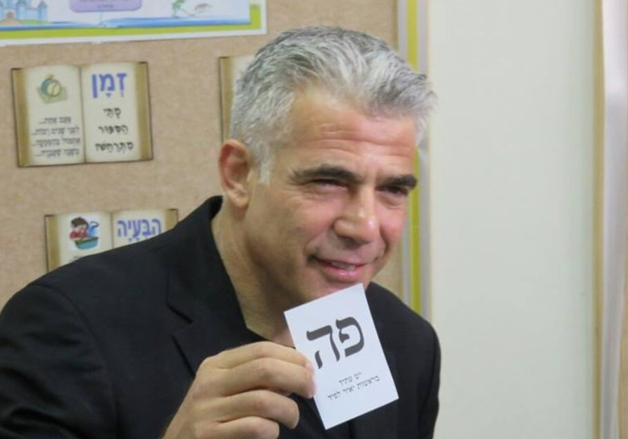 Yesh Atid leader Yair Lapid votes, March 17, 2015
