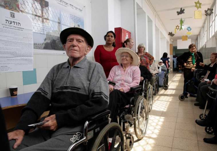 Elderly Israelis vote