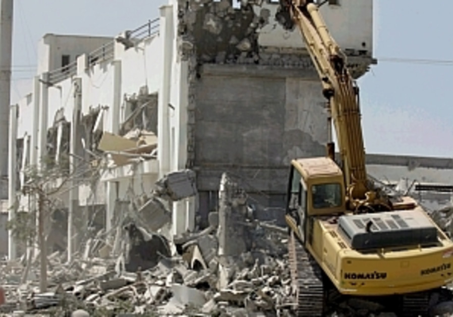 State: Reject demolition petition