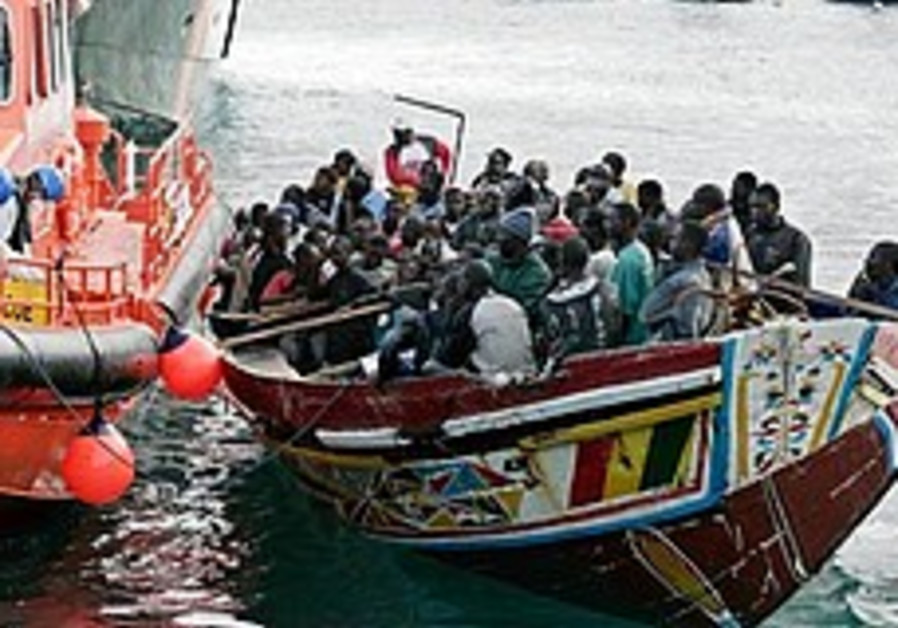 Hundreds of migrants feared drowned off Libya coast