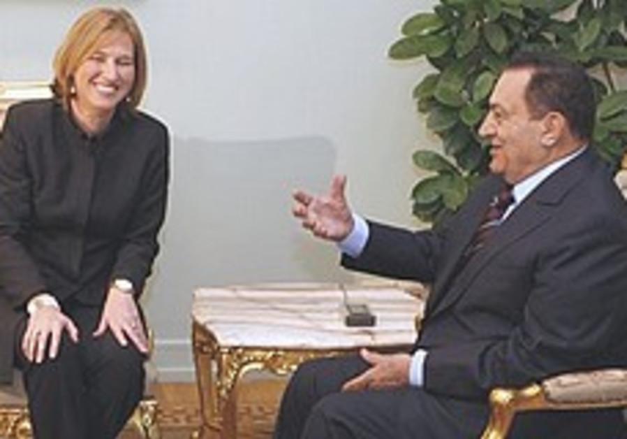 Livni spurns Mubarak's 'restraint' call