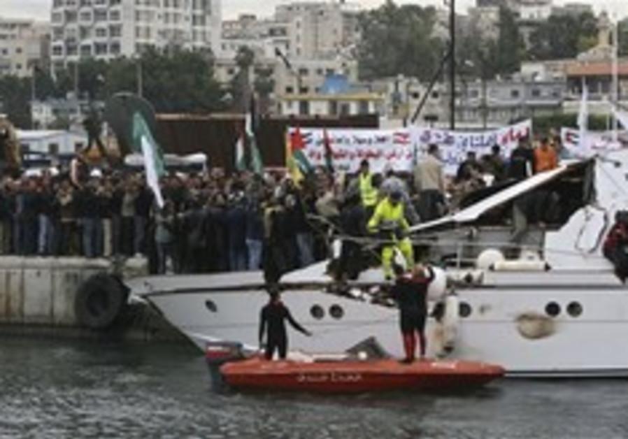 Free Gaza boat denied entry, claims navy fired shots