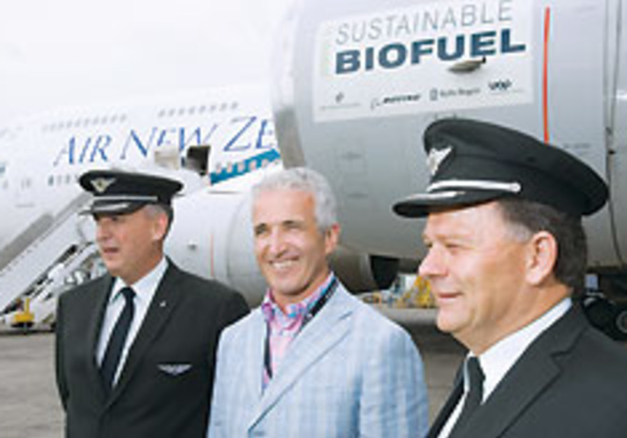 New Zealand airline flies jetliner partly run on biofuel