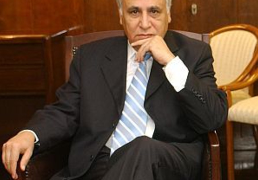 Katsav requests temporary suspension