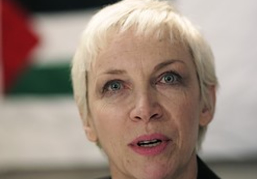 Annie Lennox to fans: I'm not anti-Israel