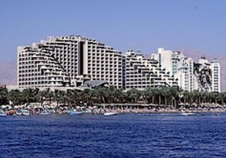 Hoteliers: Gaza op, not recession, causing tourism decline