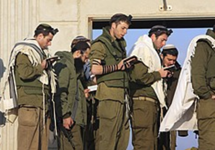 IDF ceremony honors firms said to be 'reservist-friendly'