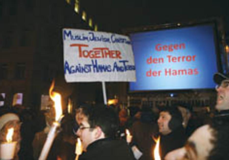 Austrian groups protest against Hamas terror