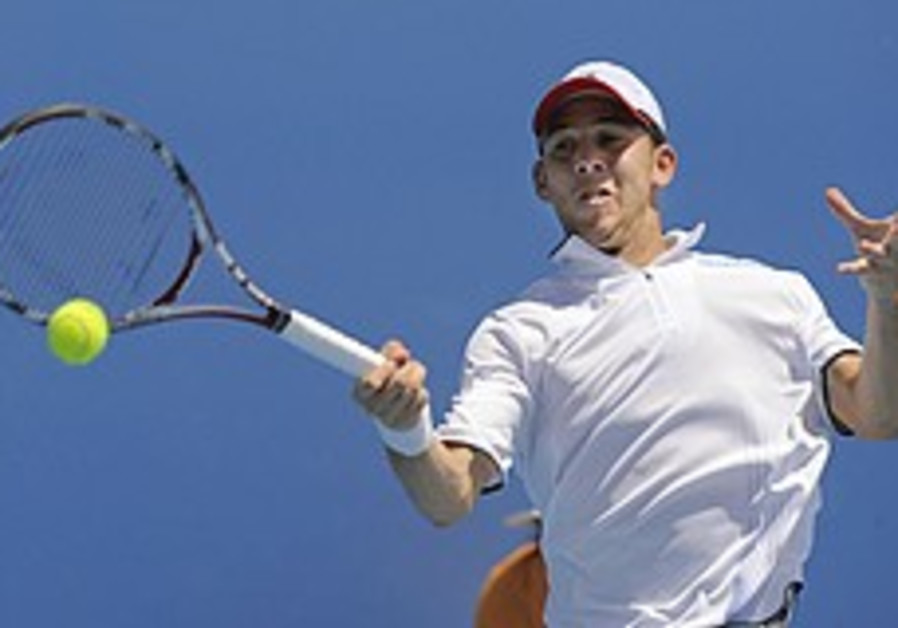 Australian Open: Sela qualifies for second round
