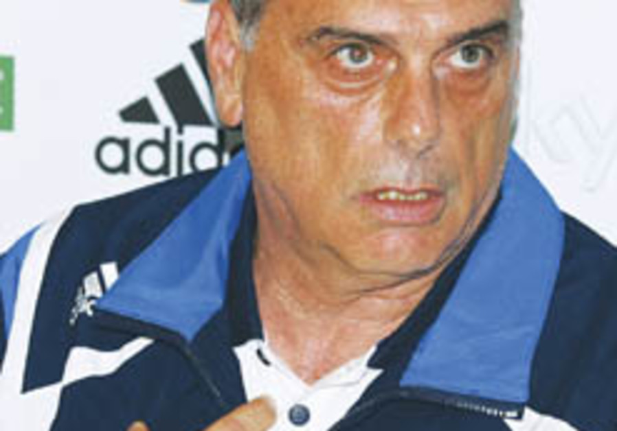 Soccer: Avram Grant turns down Bulgaria bid
