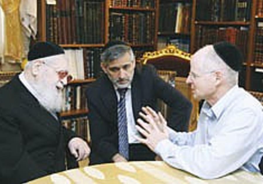 Yishai unwilling to commit Shas to prisoner swap