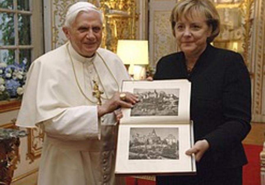 Merkel: Pope must clarify Shoah stance
