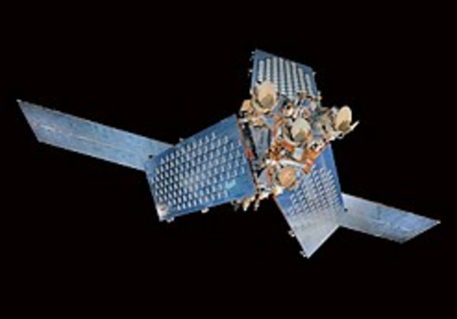 2 big satellites collide 800 kilometers over Siberia