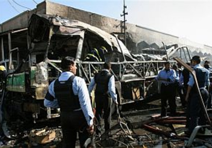 At least 30 Iraqis dead in suicide attack on bus