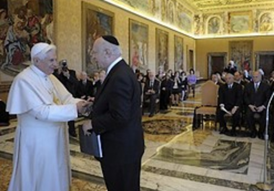 Pope: Holocaust denial unacceptable