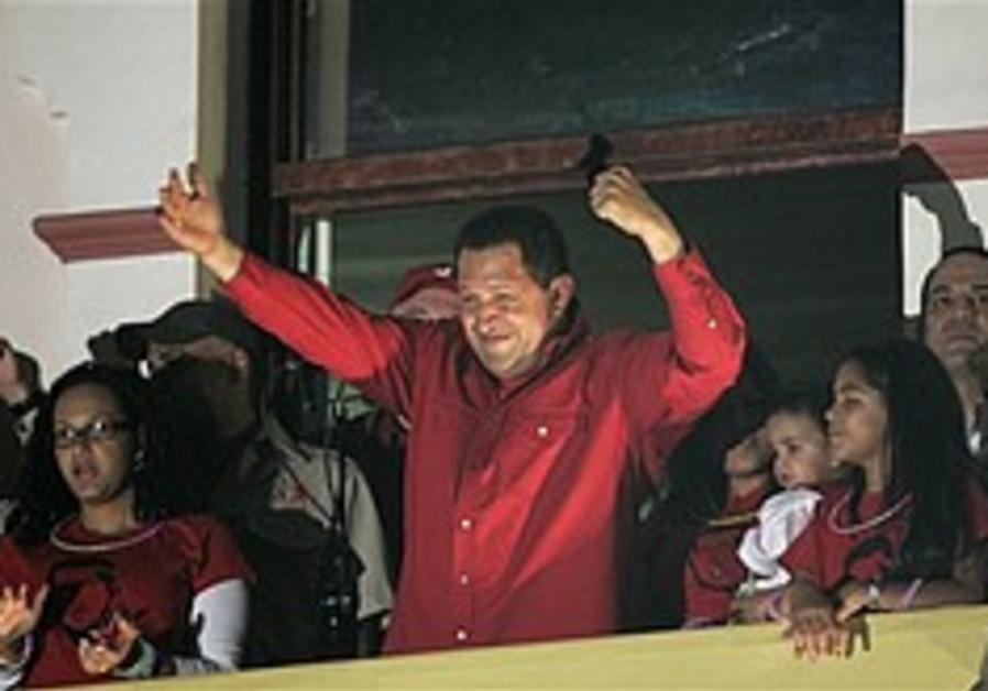 Chavez wins vote to scrap term limits