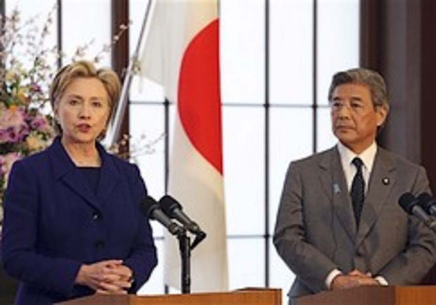Clinton warns North Korea against missile launch