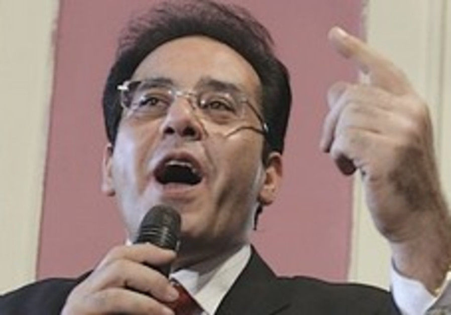 Freed Egyptian dissident says he'll return to politics