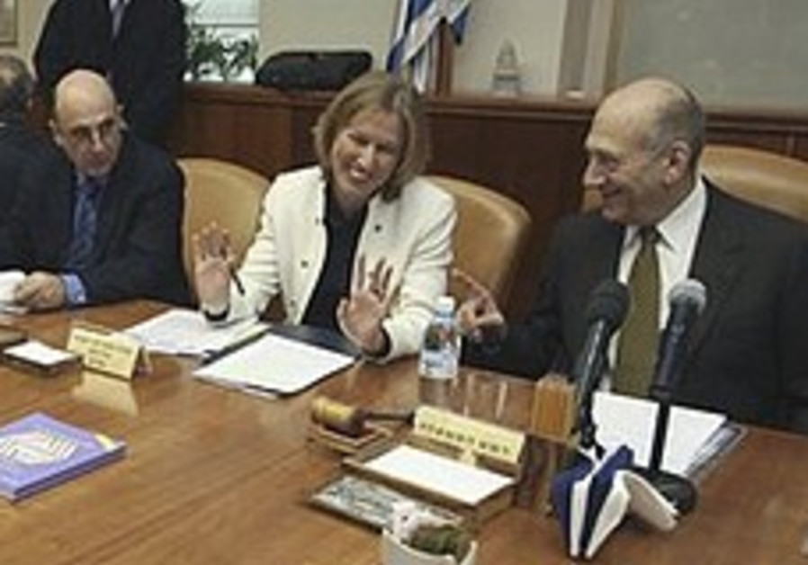 Olmert urges Bibi to form gov't quickly