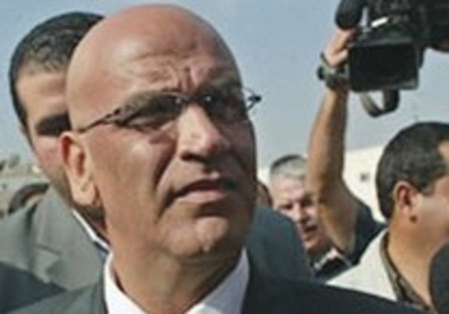 Erekat: Israel shouldn't receive rewards