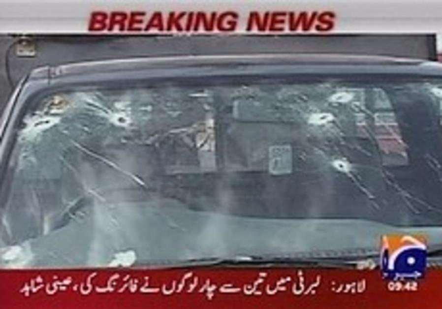 7 dead in attack on Sri Lankan cricket team in Pakistan