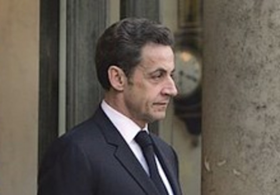 Death threat, bullet mailed to French president