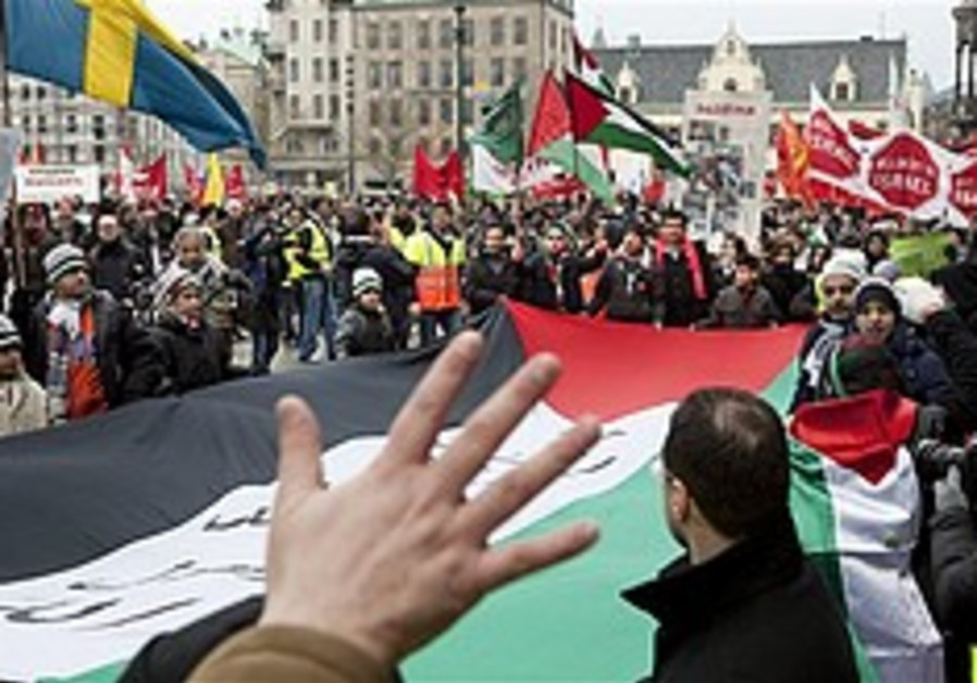 Anti-Israel protesters clash with police