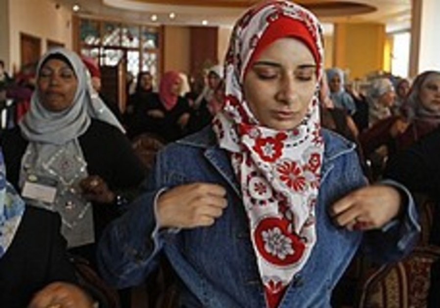 Stressed Gazans turn to meditation after war