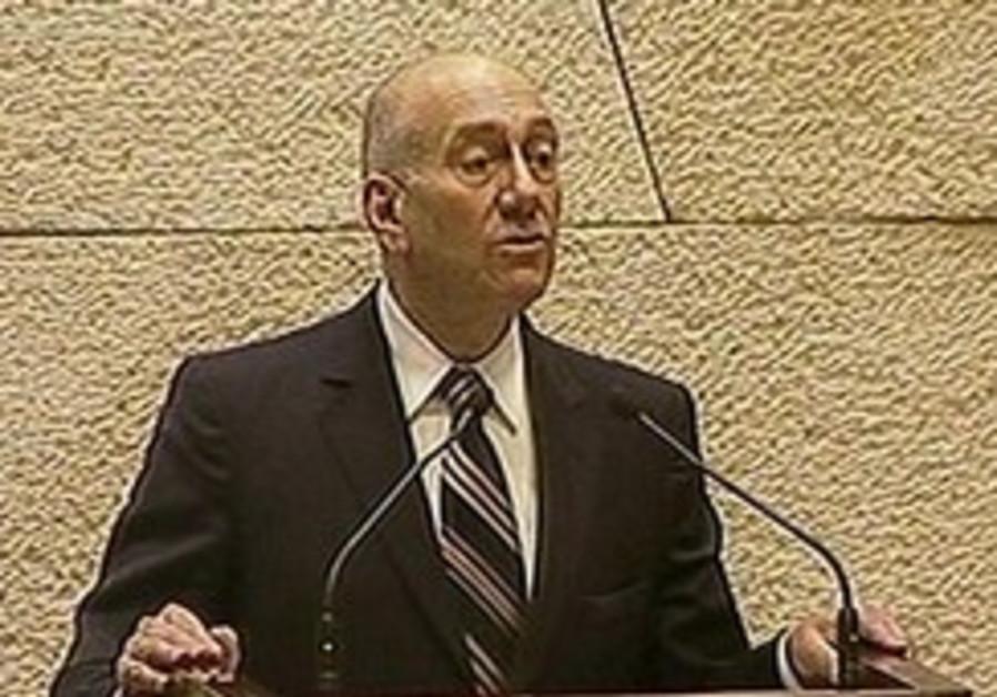 Livni: Gov't full of nothing-ministers