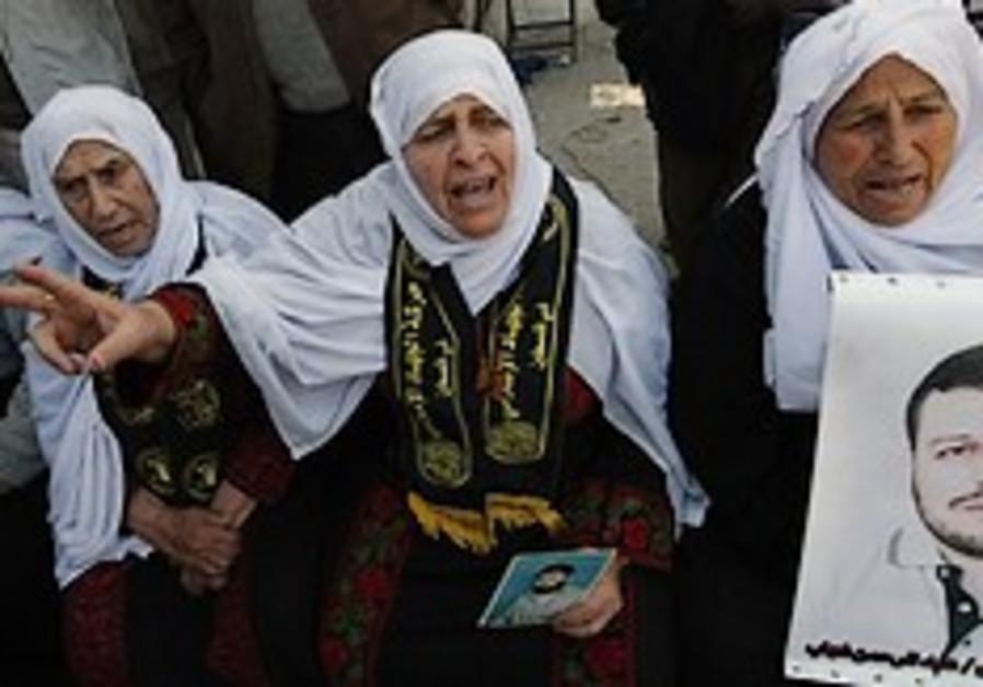 PA blames Israel for prisoners' sickness