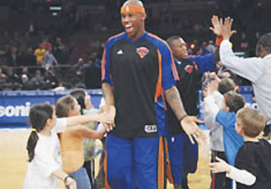 Jewish fans cheer Knicks at Heritage Day, despite loss