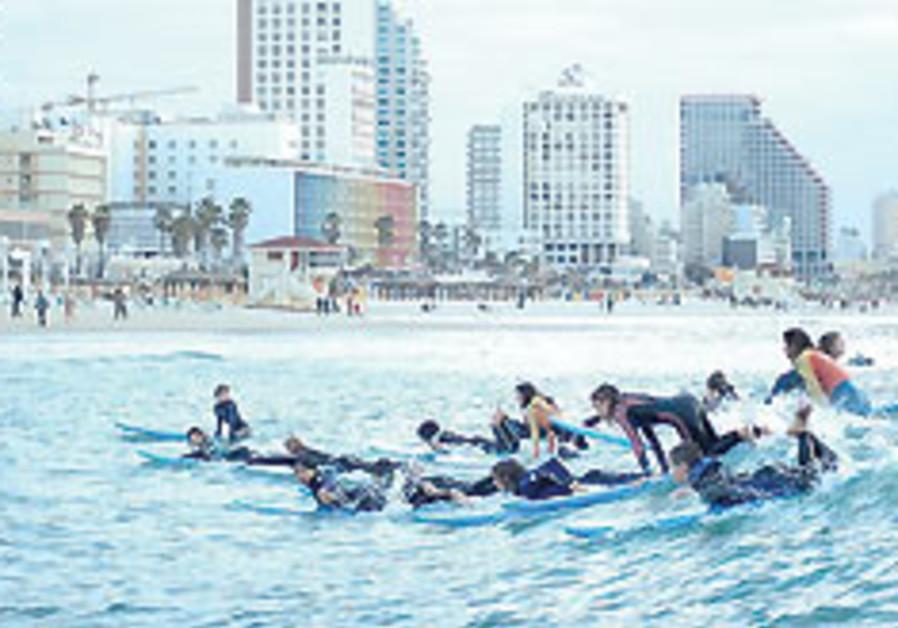 Israeli sports photos on display in California