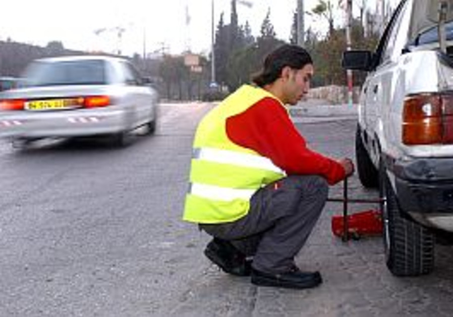 Reflective vest mandatory in vehicles from Jan. 1