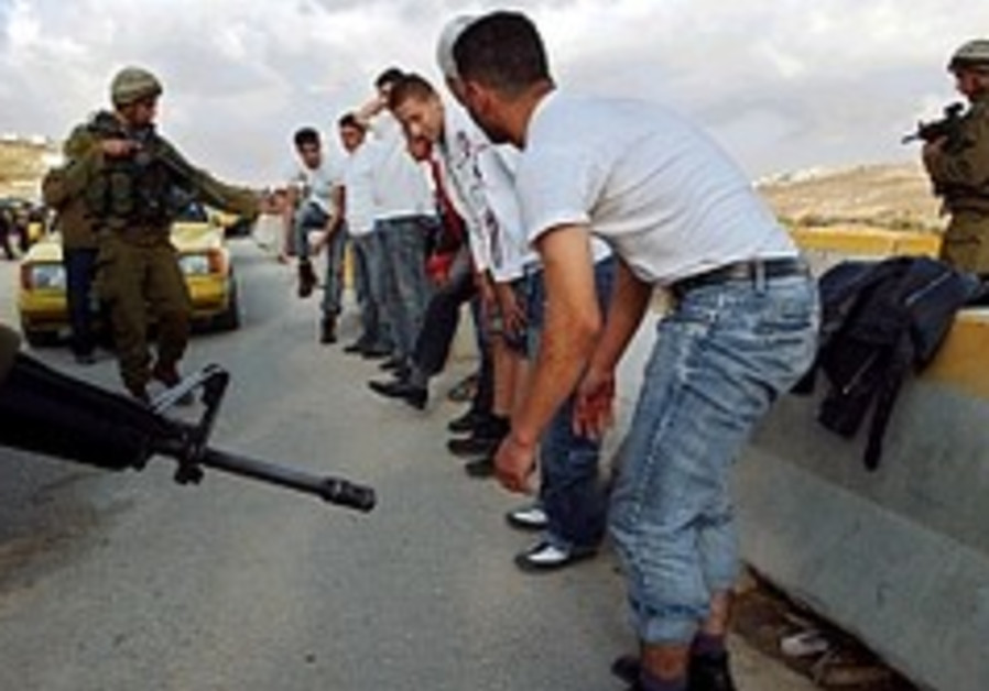 Palestinian stabs, lightly hurts soldier in W. Bank