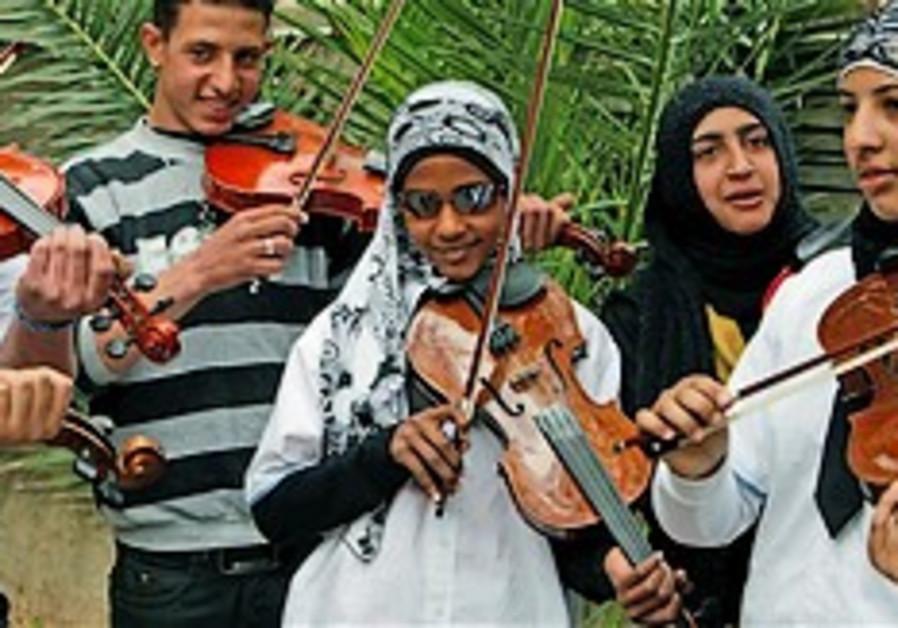 Palestinian children sing for Holocaust survivors