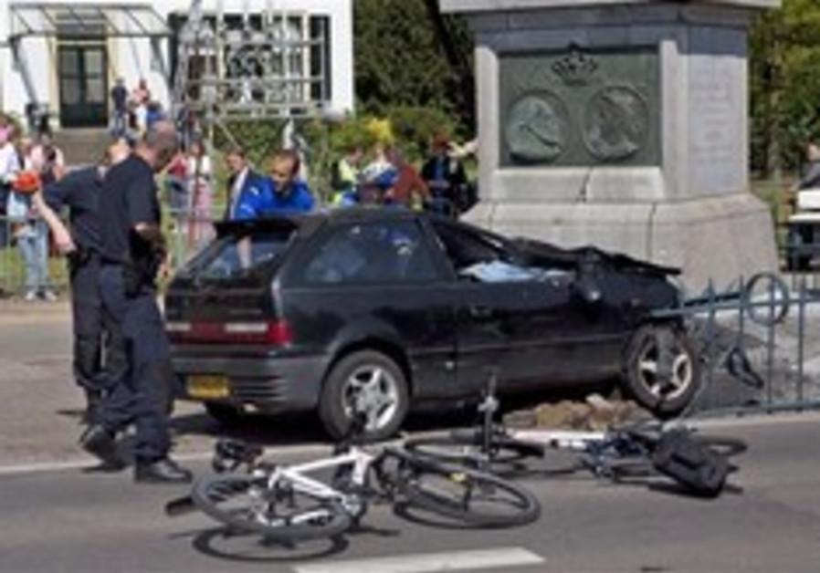 Man who attacked Dutch royals dies