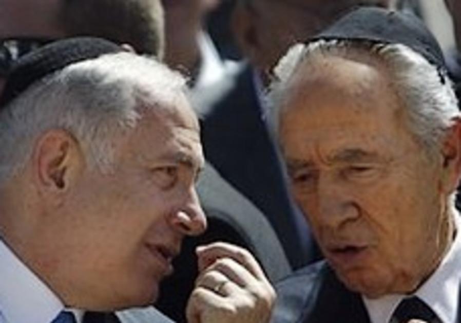 Peres backs Arab League peace initiative