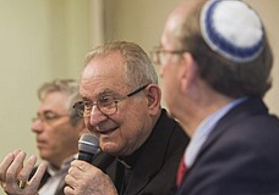Vatican plays down differences before Israel trip