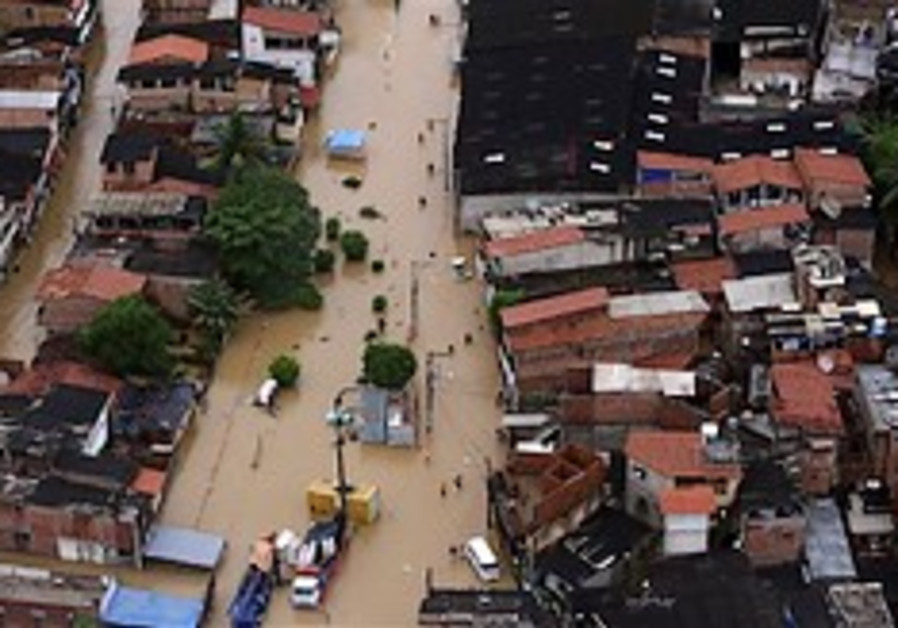 Brazil gov't rushes aid to flood victims, 32 dead