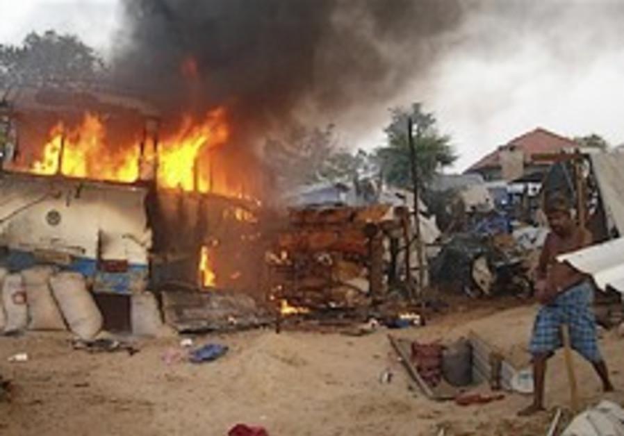 Sri Lanka artillery barrage kills 378