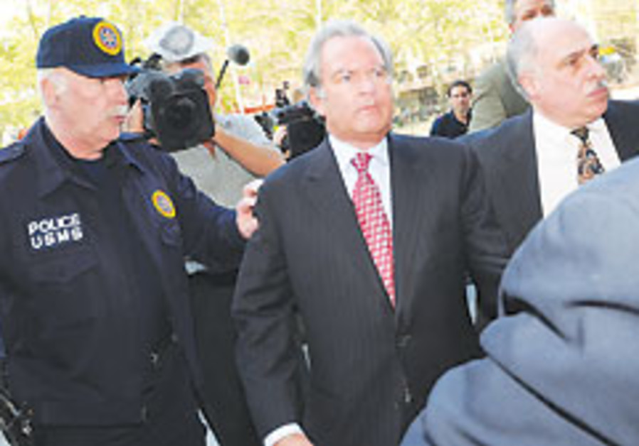Manhattan lawyer pleads guilty to huge fraud