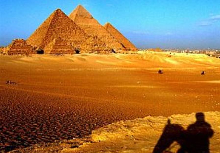 War of the pyramid theorists