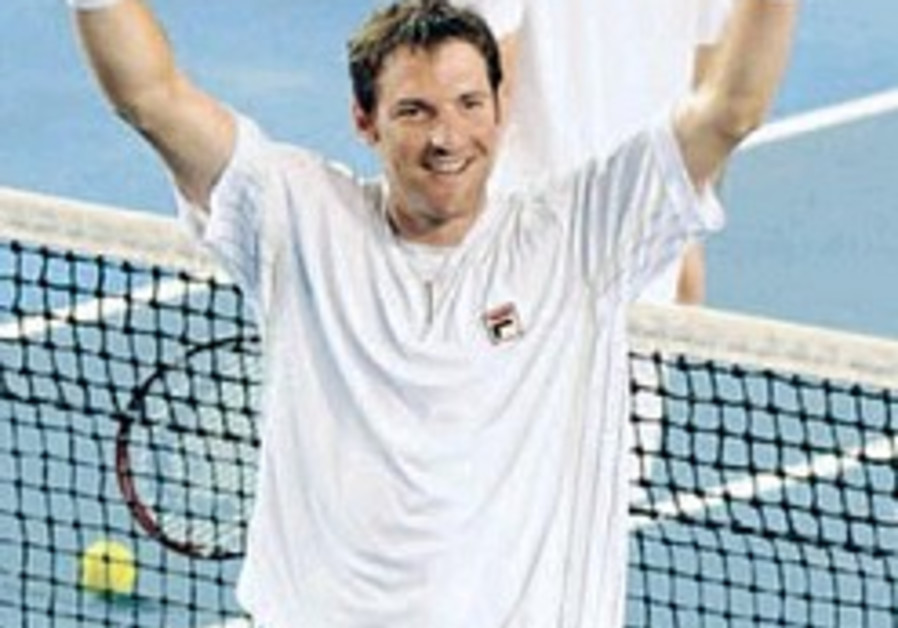 Tennis: Erlich powers into doubles quarters