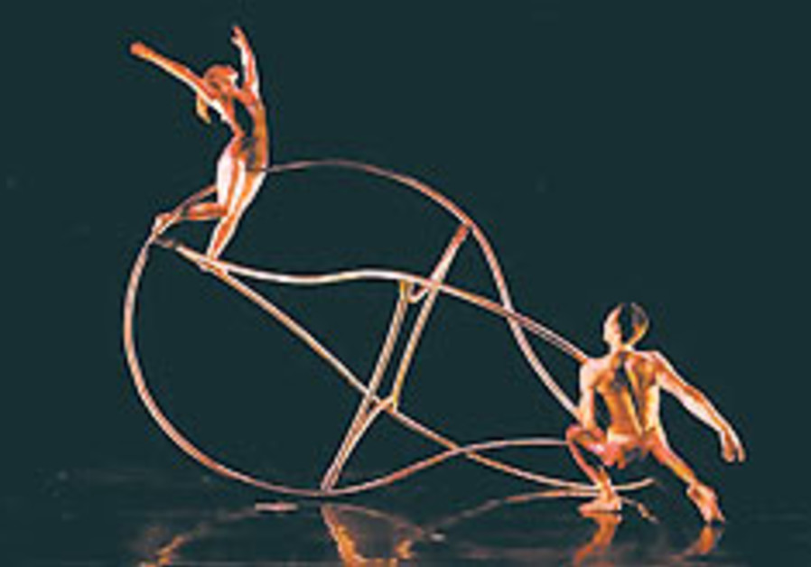 Popular American dance company MOMIX is returning to Israel