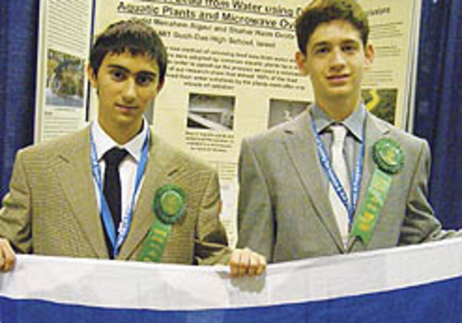 Israeli 'young scientists' earn two top prizes at int'l Intel science fair
