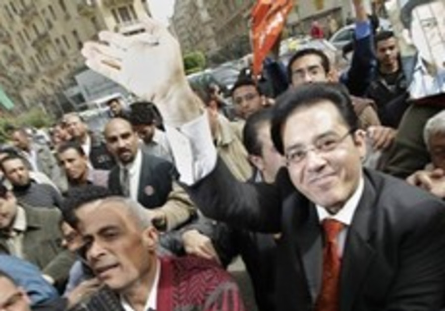 Prominent Egyptian dissident burned in attack