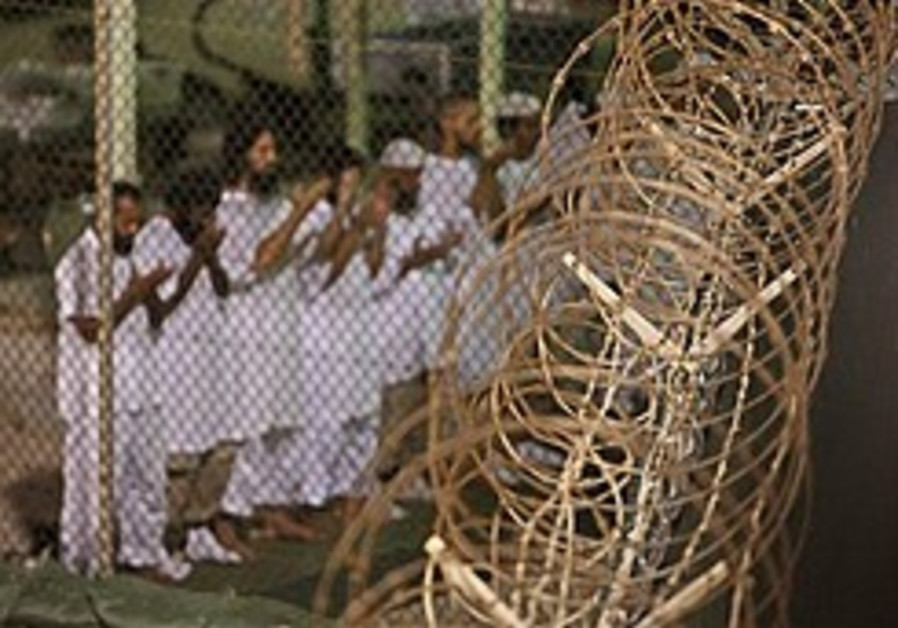 Poll: US divided over torture, closing Guantanamo