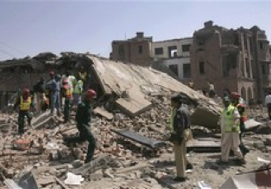 Official: Car bombing kills about 30 in Pakistan