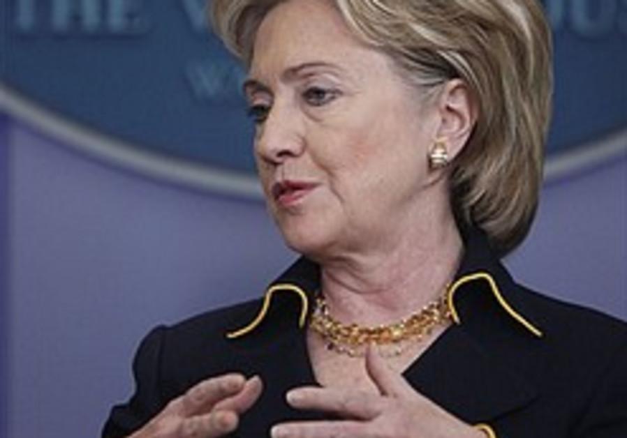Clinton urges action to end ME conflict