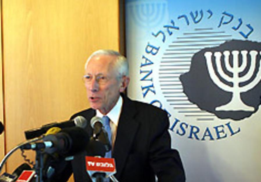 Fischer accuses Treasury of salary war